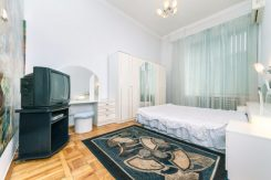Просторная квартира на Львовской площади (82.5 кв.м)