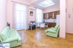 2-ком квартира на Майдане. Своя, интернет Wifi